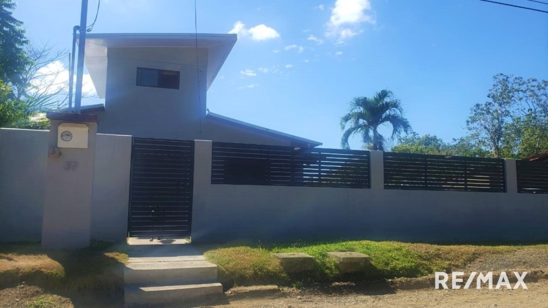 Remax real estate, Costa Rica, Hermosa Beach, Modern | Upgraded | Large lot