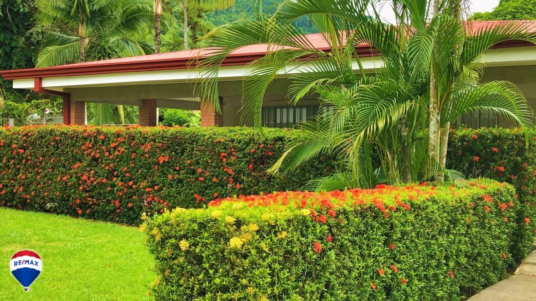 Remax real estate, Costa Rica, Quebrada Ganado, Three bedroom house with spacious green area |Close to the beach