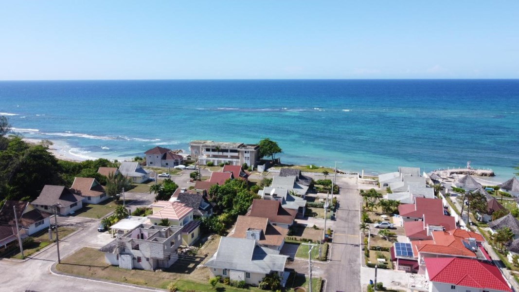 RE/MAX real estate, Jamaica, Discovery Bay, CARIBBEAN VILLAGE St. Ann Discovery Bay