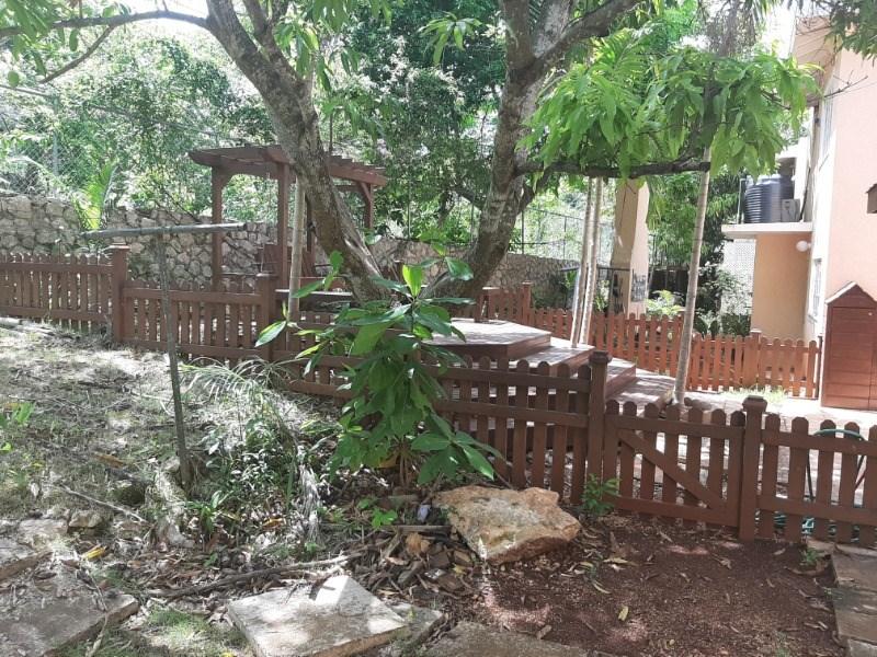 RE/MAX real estate, Jamaica, Montego Bay, Red Hills Manor, Davis Avenue St. James Montego Bay
