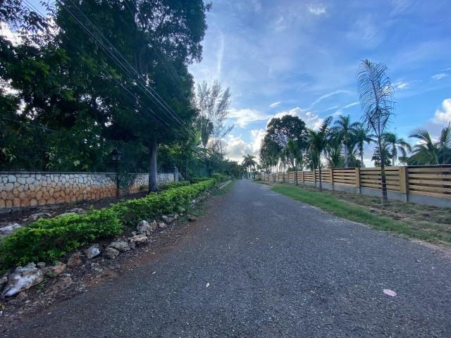 RE/MAX real estate, Jamaica, Montego Bay, MAHOGANY ROAD, SPRING EST St. James Montego Bay