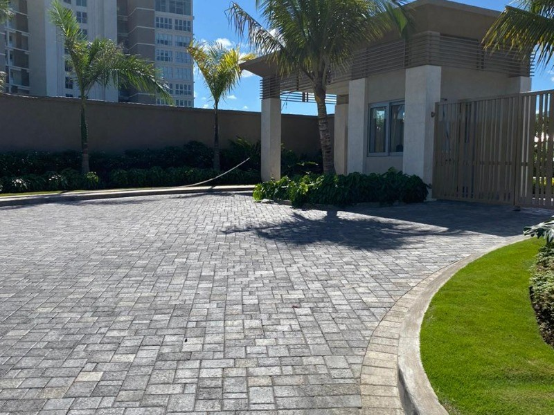 RE/MAX real estate, Jamaica, Montego Bay, Sunset Drive St. James Montego Bay