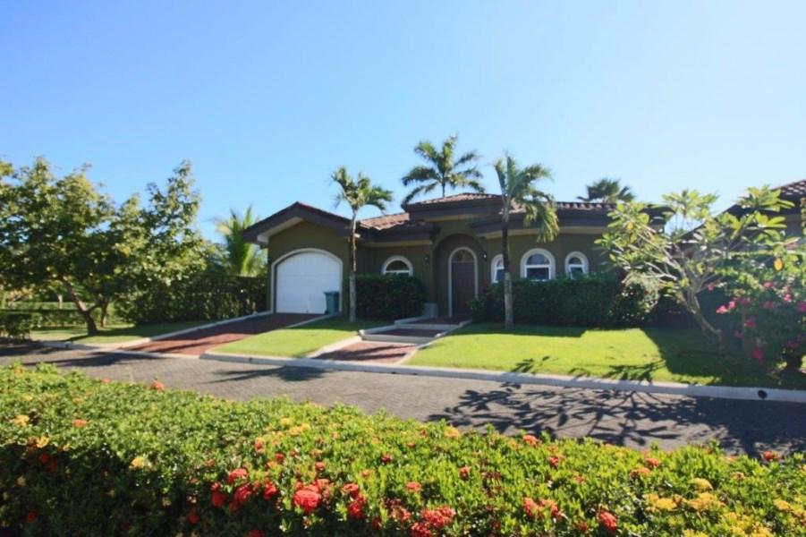 Remax real estate, Costa Rica, Esterillos, Casa Natura Beach House| Gated Community | Walk to the Beach| New Condition