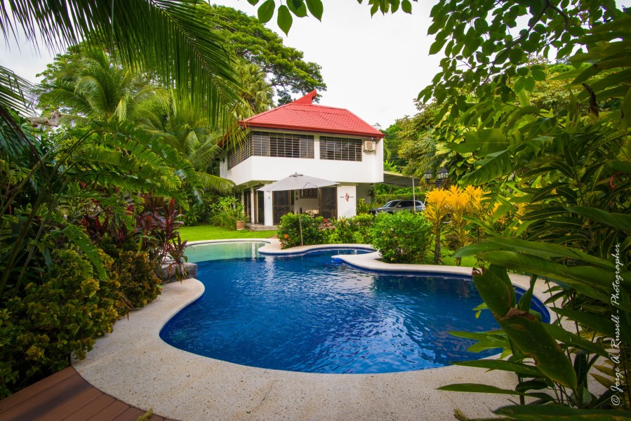 Remax real estate, Costa Rica, Puntarenas, Punta Leona area, 3 bedroom modern house with Pool and garden