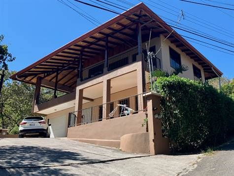 Remax real estate, Costa Rica, Atenas, Two story duplex in a popular neighborhood of Atenas.