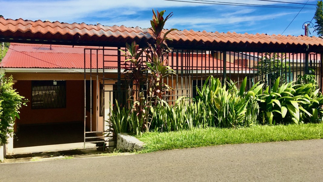 Remax real estate, Costa Rica, Atenas, Home with private back yard