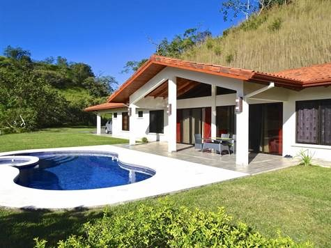 Remax real estate, Costa Rica, Atenas, House located in an exclusive and quiet community in Atenas