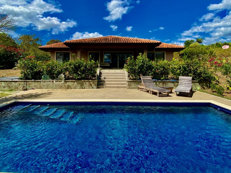 Remax real estate, Costa Rica, Atenas, Home + guest home with private salt water pools on scenic property!