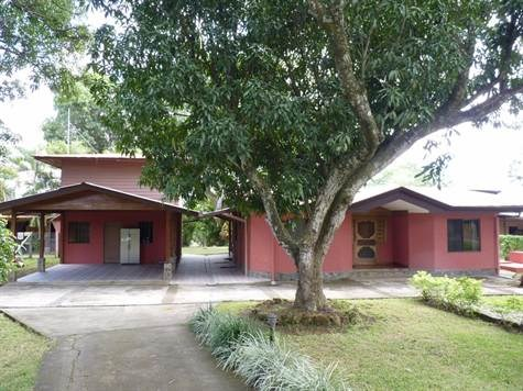 Remax real estate, Costa Rica, Atenas, Large 4 bedroom home with shared pool