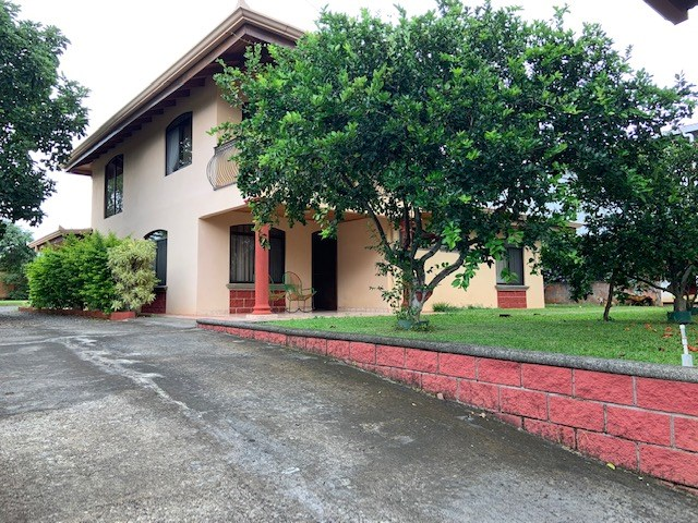 Remax real estate, Costa Rica, Atenas, Large home with rancho and enclosed lot in tranquil neighborhood