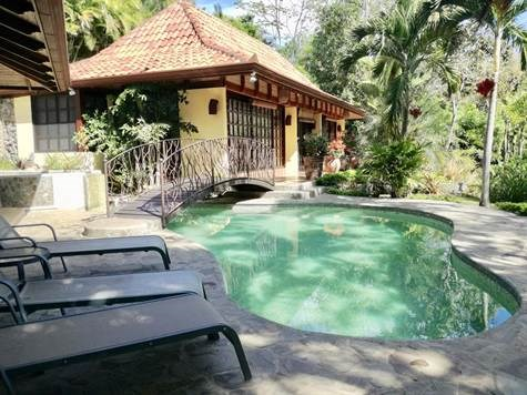 Remax real estate, Costa Rica, Atenas, Bali Style Vacation rental in Atenas