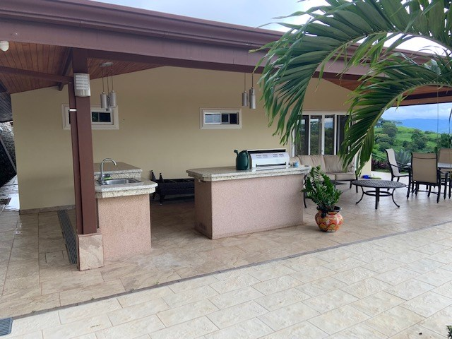 Remax real estate, Costa Rica, Atenas, Nicely laid out mountain home in Atenas!