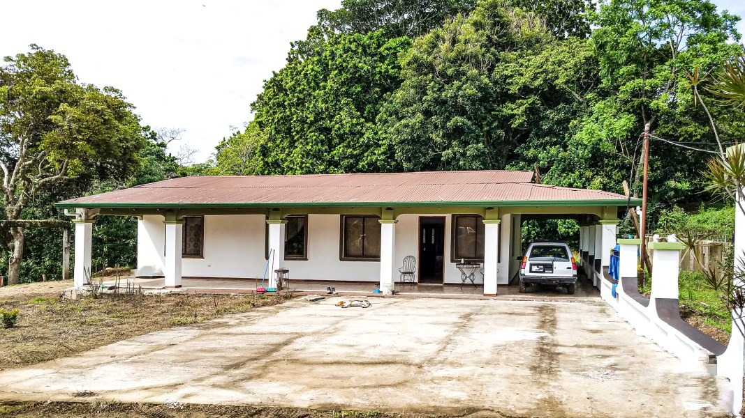 Remax real estate, Costa Rica, Atenas-Jesús, Opportunity large house with lots of green space