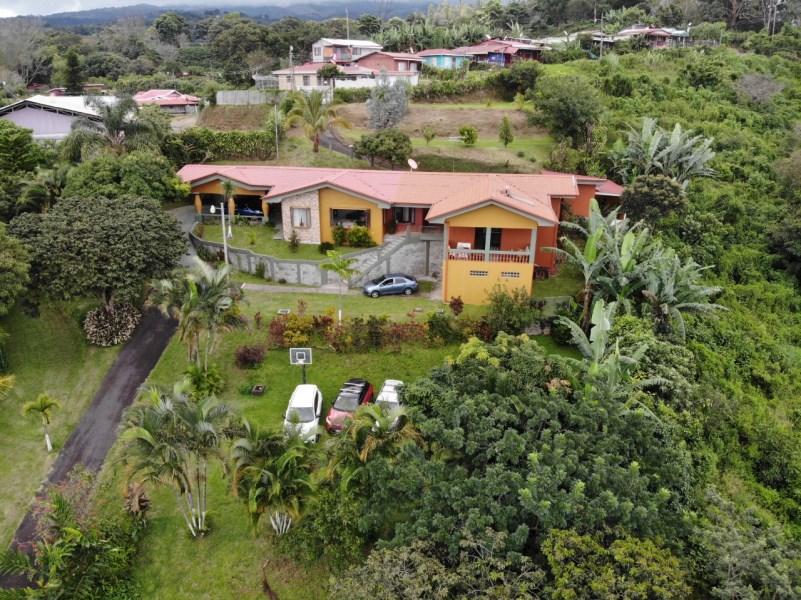Remax real estate, Costa Rica, Alajuela, Spacious property in Sarchi area