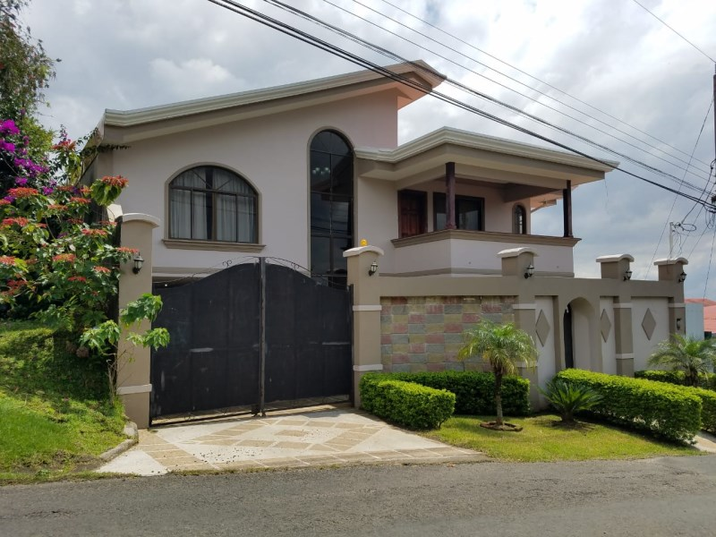 Remax real estate, Costa Rica, Grecia, Independent House,  located in urban area