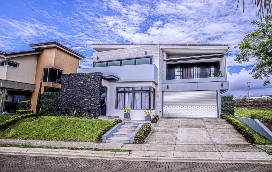 Remax real estate, Costa Rica, Grecia, Incredible house for sale in condominium, Grecia