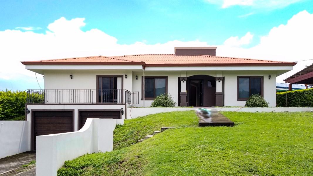 Remax real estate, Costa Rica, Grecia, Beautiful spacious house in condominium in Grecia
