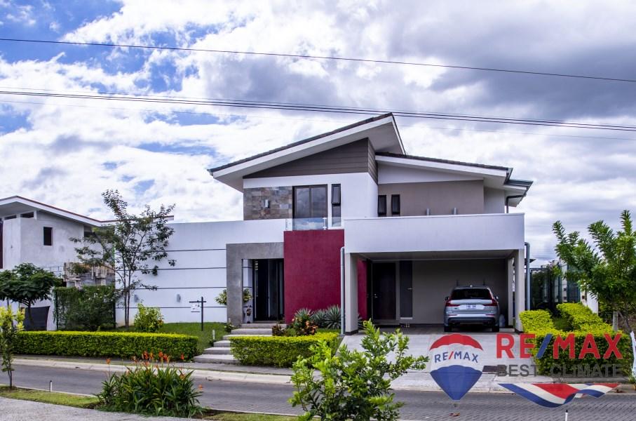 Remax real estate, Costa Rica, Grecia, Amazing condo house with beautiful garden
