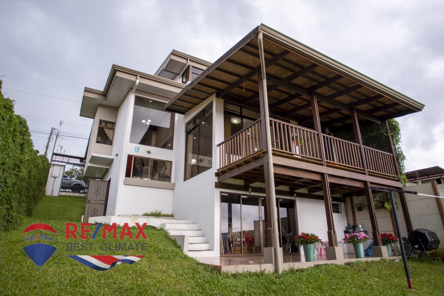 Remax real estate, Costa Rica, San Ramón, Beautiful 3-level home with beautiful views. San Ramon