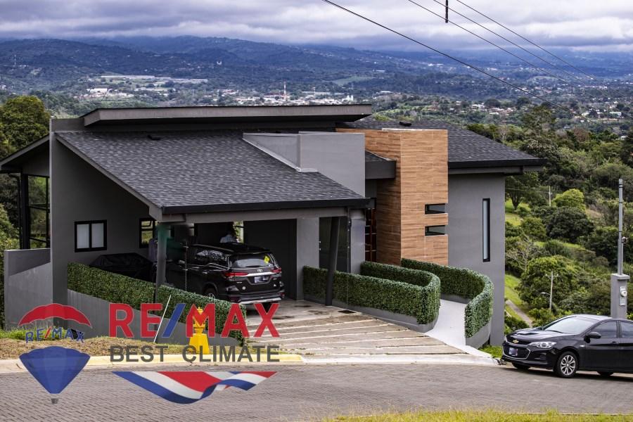 Remax real estate, Costa Rica, Naranjo-Rosario, Incredible 3-level home for sale Naranjo - Beautiful view