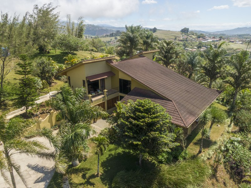Remax real estate, Costa Rica, San Ramón, House of the hills View of the Heart, San  Ramon