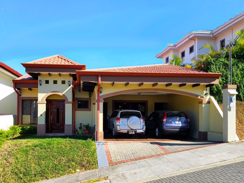 Remax real estate, Costa Rica, Grecia,  Beautiful house in Montezuma condominium