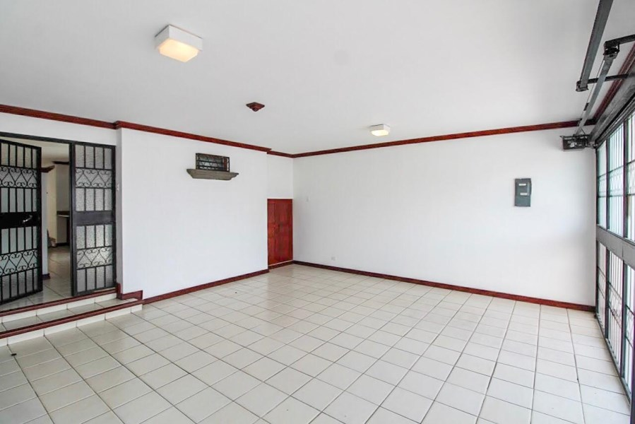 Remax real estate, Costa Rica, San Jose, Prime Location House in Rohrmoser with Commercial/Residential Use Allowed