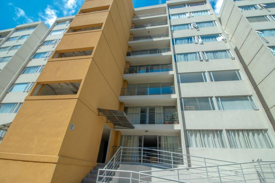 Remax real estate, Costa Rica, San José - Hatillo, Se vende apartamento. Condominio Oasis. San Jose. Costa Rica.