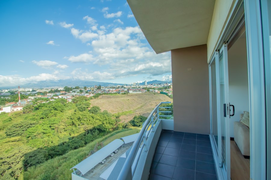 Remax real estate, Costa Rica, San José - Mata Redonda, Nice furnished apartment for rent in Sabana. Great view and location!