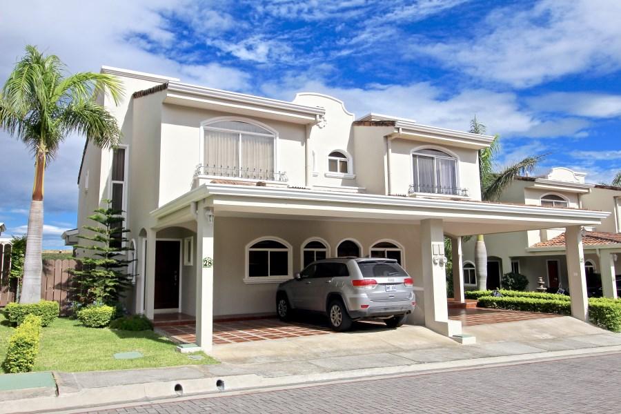 Remax real estate, Costa Rica, Escazú, Santa Cruz Pine