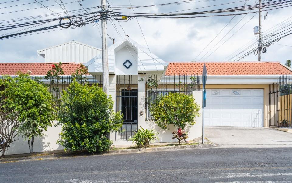 Remax real estate, Costa Rica, Tres Ríos, Cozy house for sale
