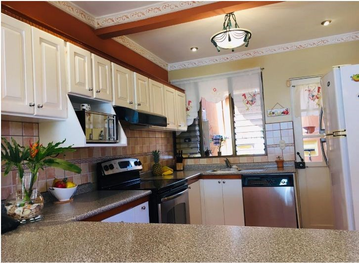 Remax real estate, Costa Rica, Alajuela, Cozy House in Residential with Local included / Alajuela
