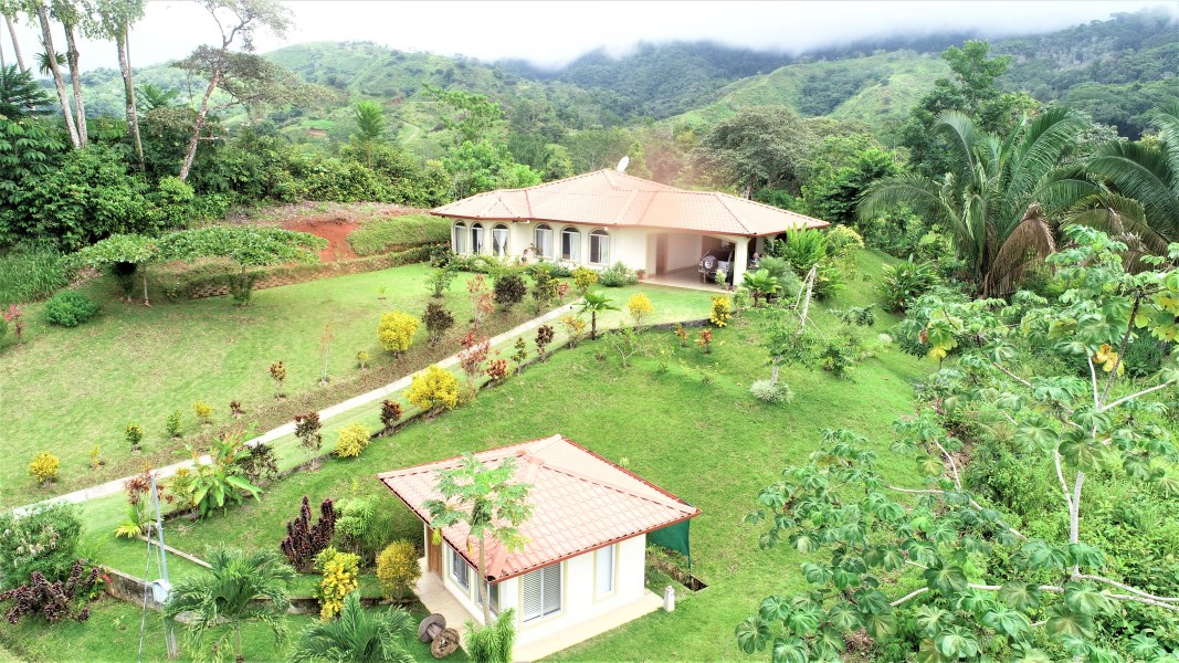 Remax real estate, Costa Rica, Chontales, SERENITY AND QUALITY AWAIT YOU in this OCEAN view house.