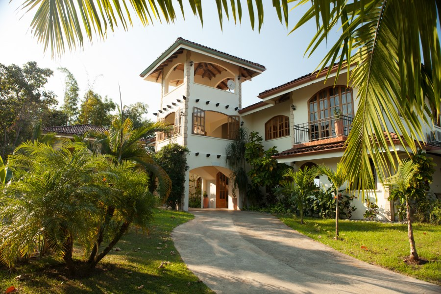Remax real estate, Costa Rica, Ojochal, Gorgeous Super Luxurious Boutique Hotel. Dramatic Views and Heart Melting Sunsets
