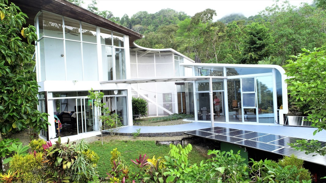 Remax real estate, Costa Rica, Ojochal, HOUSE OF GLASS! A DESIGN FOR TODAY, TOMORROW, AND BEYOND.