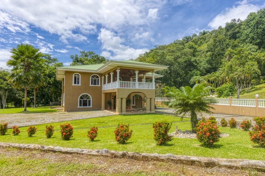 Remax real estate, Costa Rica, Pérez Zeledón, 31 Acre Estate with Luxurious Home and Endless Possibilities - Casa Quebrada