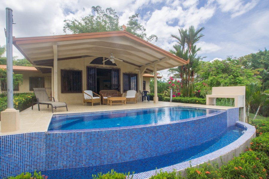 Remax real estate, Costa Rica, Ojochal, Calle Papagayo – 3 Master Suites, Ocean View, Infinity Pool