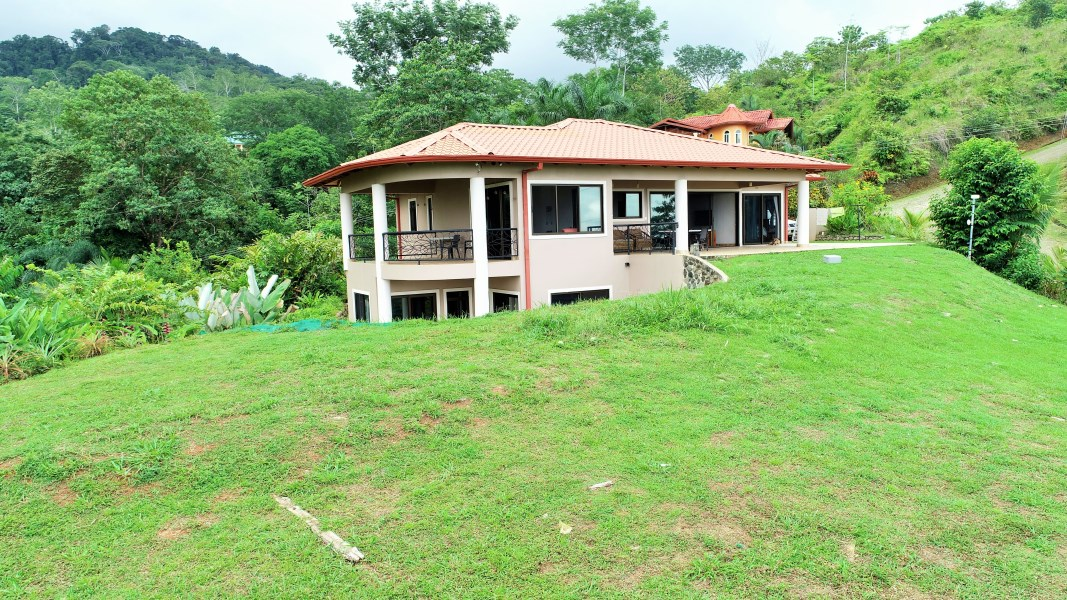 Remax real estate, Costa Rica, Ojochal, 5 bedroom house with spectacular ocean view, year-round sunsets, and a majestic mountain view.