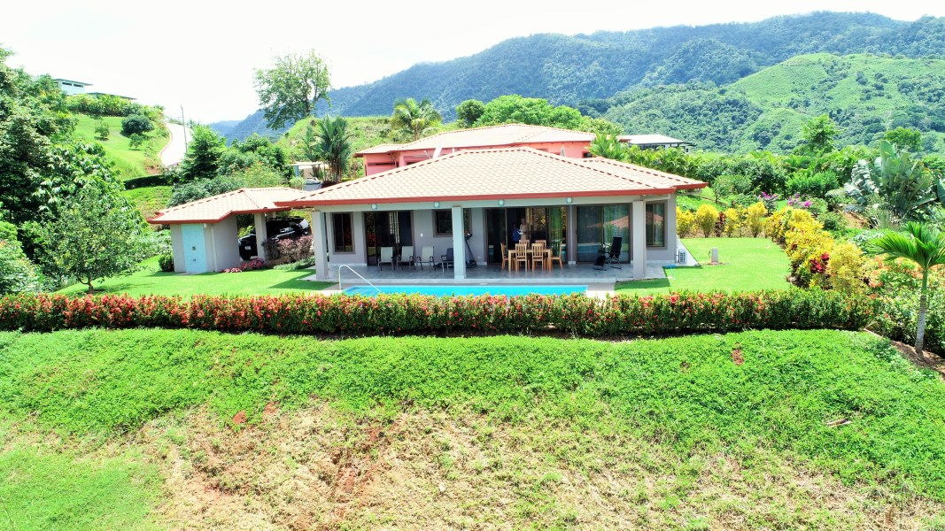 """Remax real estate, Costa Rica, Chontales, TREAT YOURSELF AND YOUR FAMILY. Low maintenance, """"like-new"""" 3 bedroom home, with bonus building lot."""