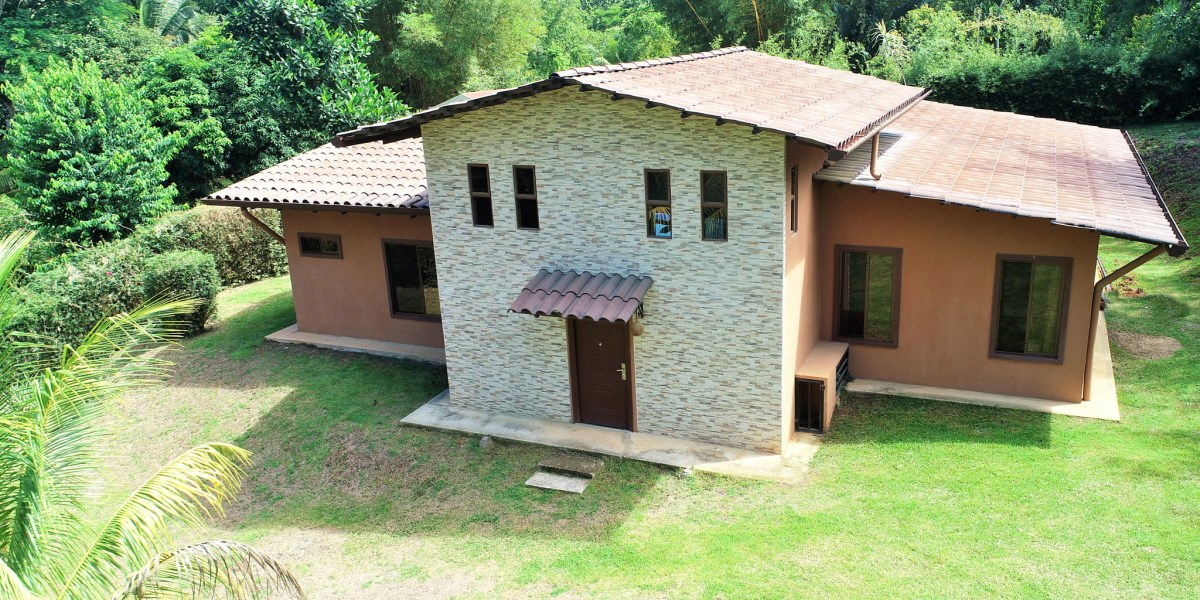 Remax real estate, Costa Rica, Ojochal, New, Easy Access Home with Pool and Private Yard on Calle Perezoso in Ojochal
