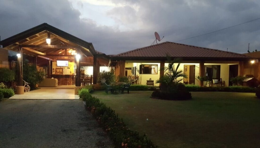 Remax real estate, Costa Rica, Pérez Zeledón, San Isidro del General: Beautiful family compound for a great price