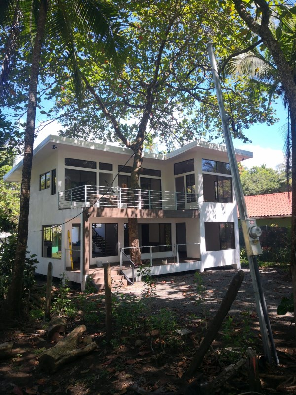 "Remax real estate, Costa Rica, Palo Seco, Palo Seco, Parrita: ""Treehouse"" - beachfront home, new construction"