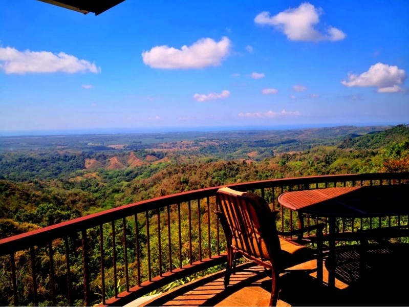 Remax real estate, Costa Rica, Parrita, House with panoramic sea view and pool on 8.27 hectares land