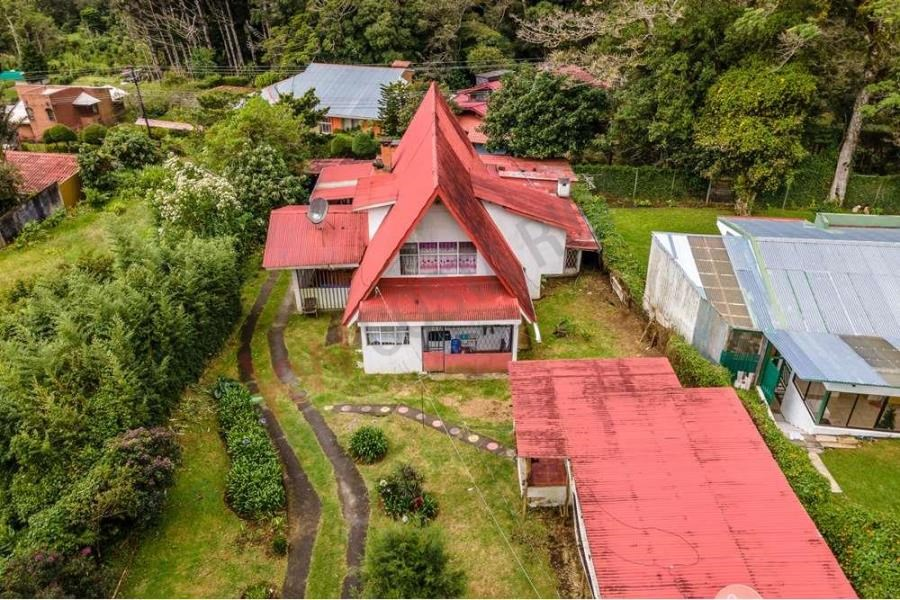 Remax real estate, Costa Rica, Heredia, LAND FOR SALE WITH TWO VILLA STYLE HOUSES IN EL TIROL, LOS ANGELES DE HEREDIA