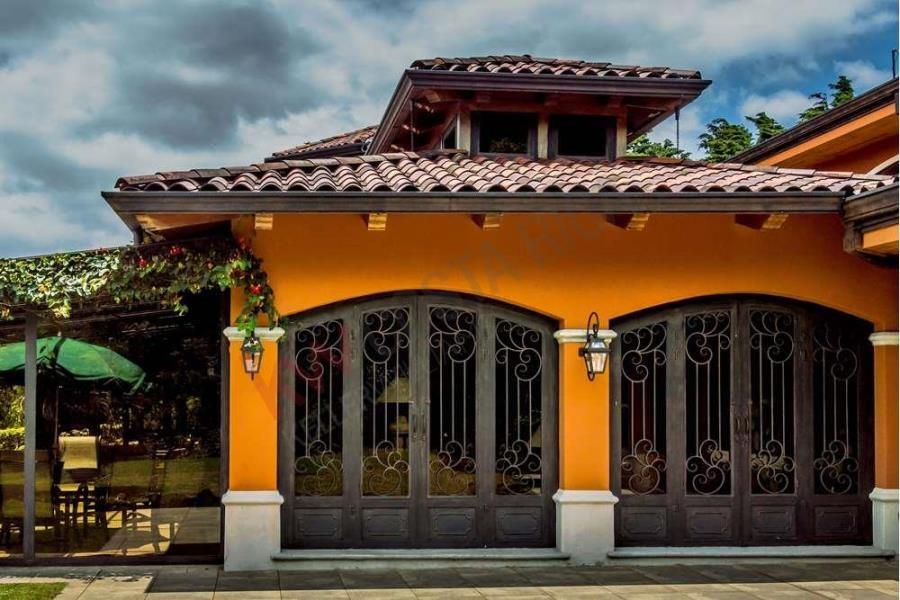Remax real estate, Costa Rica, Heredia, Complejo Familiar de Lujo en Residencial El Castillo, Heredia
