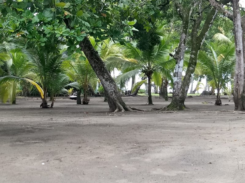 Remax real estate, Costa Rica, Palo Seco, Beach front lot for sale in Playa Palo Seco