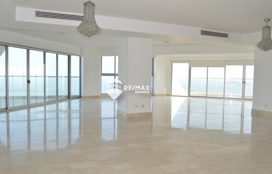 Remax real estate, Panama, Panamá - Avenida Balboa, For Sale or Rent PH Rivage - Ave Balboa
