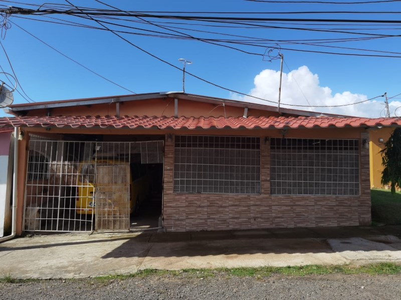 Remax real estate, Panama, La Chorrera - Herrera,  Cozy and Spacious House in La Estancia- Chorrera