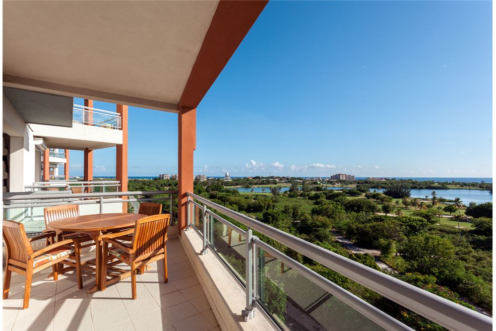 RE/MAX real estate, Sint Maarten, Maho Area, Aqua Marina 3 bedroom Condo Motivated Seller!!