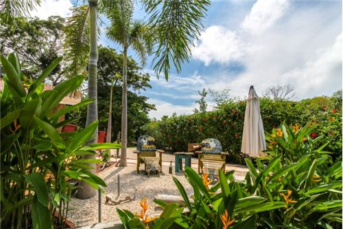 Remax real estate, Costa Rica, Playa Panama, Serenity and Privacy Close to Everything